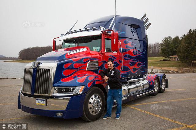 父亲为激励儿子 造出9.5吨实体擎天柱卡车