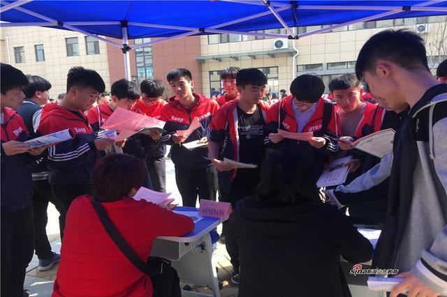 江苏高校自主选拔考试开始 打破文理界限比拼创新思维