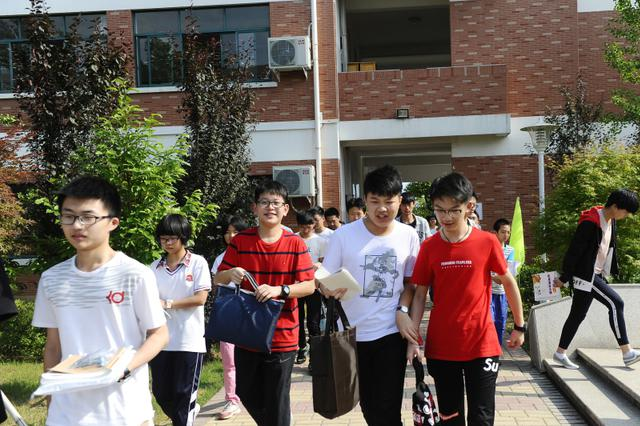 南京市4.7万中考生顺利结束升学考试