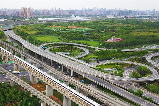 防止机场高速噪音扰民 南京10月底前完成隔音屏安装