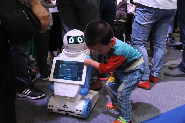 """南京小区将有机器人""""管家"""" 可人脸识别提供各项服务"""