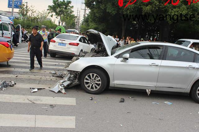 两车路口正面相撞致6人受伤 两司机被判同责