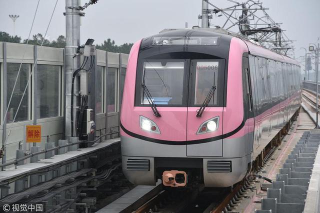 新一代无人驾驶列车在南京下线