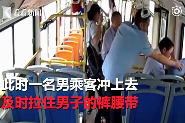 """女子公交车上熟睡遭袭胸 色狼""""狗急跳车""""被擒"""