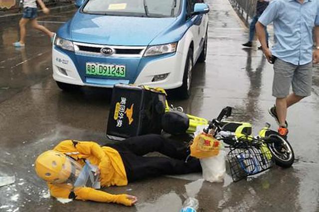 男子骑电动车闯红灯 被撞身亡还要负全责
