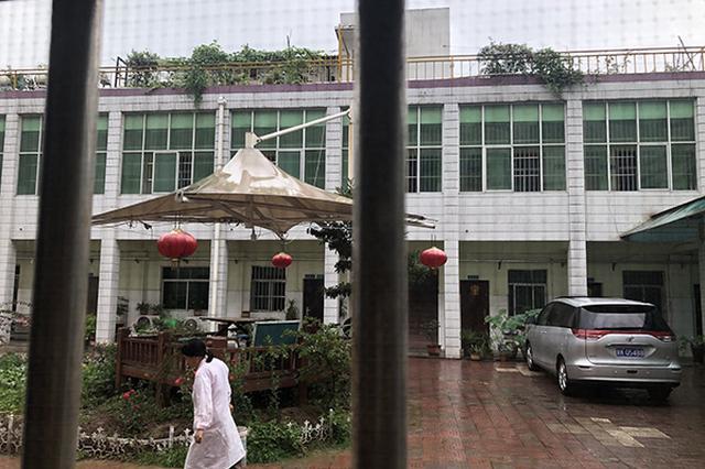 7月7日上午,西安雁塔甘露医院一名副院长让精神病人刘某到医院2楼给他干私活,病人从楼上跳了下来,致多处骨折。 本文图片均来自视觉中国