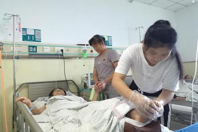 高考生父母遇车祸一死一伤,村民捐款11万余元助学