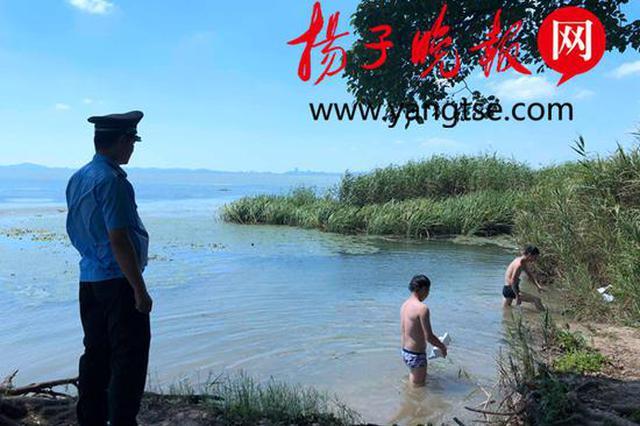 两男子在太湖野泳 苏州城管及时劝导减少隐患