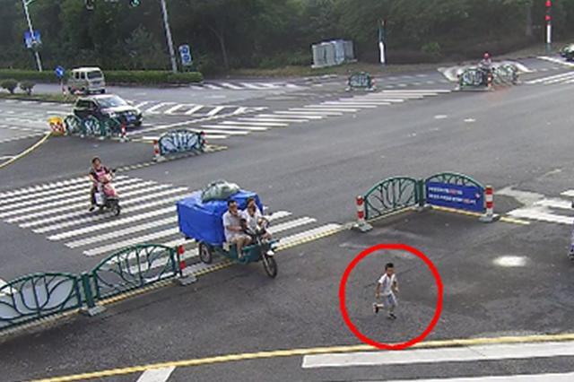 4岁娃走丢俩小时独自徒步8公里 爸爸刷朋友圈才知道