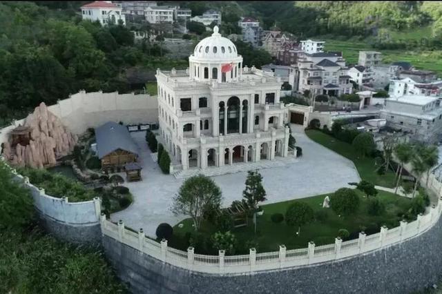 """3幢违章别墅被强制拆除 造价超2亿被称""""皇宫"""""""