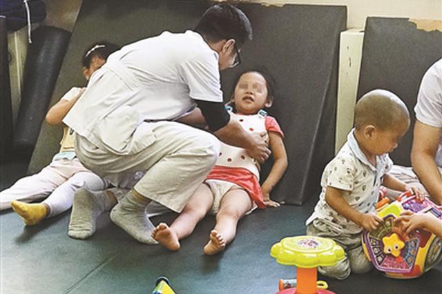 女童出意外致截瘫一天筹款60万 母亲退捐感动网友