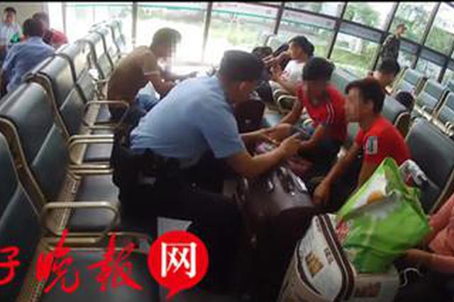 """8名学生误上""""野鸡""""大学 下火车联系学校方知受骗"""