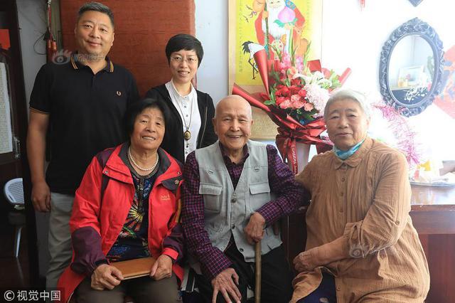 百岁老教师的特殊教师节 四代学生同谢师恩