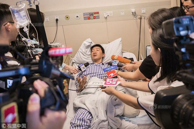 独腿送外卖小哥手术成功 迈向装假肢第一步