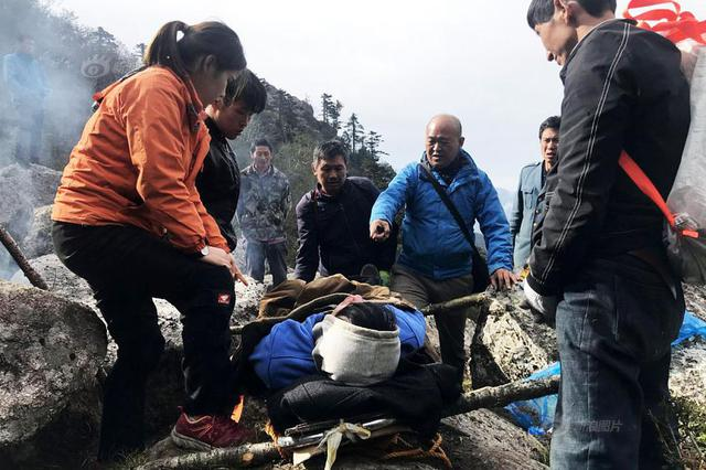男子被困森林公园 200余人上演大营救