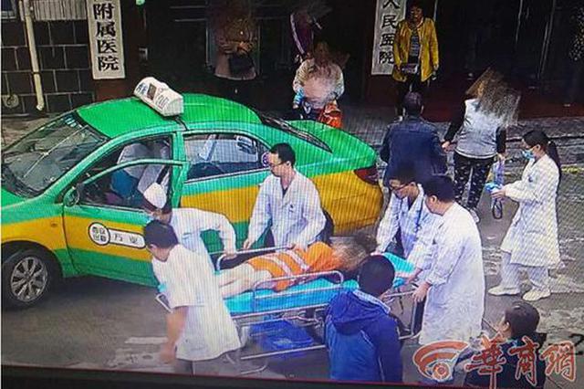 女子出租车上产子 的哥闯红灯送医再花几小时清洗