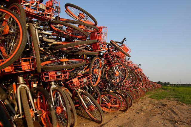 """万辆共享单车""""暂存费""""近百万 谁来为处理单车买单?"""