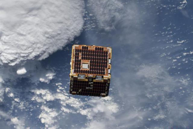 """NASA曝光""""太空清洁工""""照片 可清理太空漂浮碎片"""