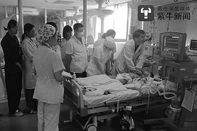 """常州8岁男童心脏停跳 30多名医生5小时按压3万次""""抢命"""""""