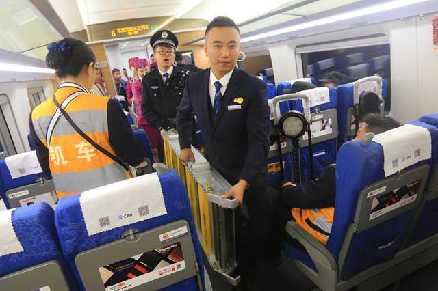 全国铁路迎国庆客流高峰 预计发送旅客1619万人次