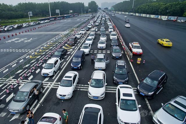 十一当天江苏高速车流再创新高 18小时287万辆