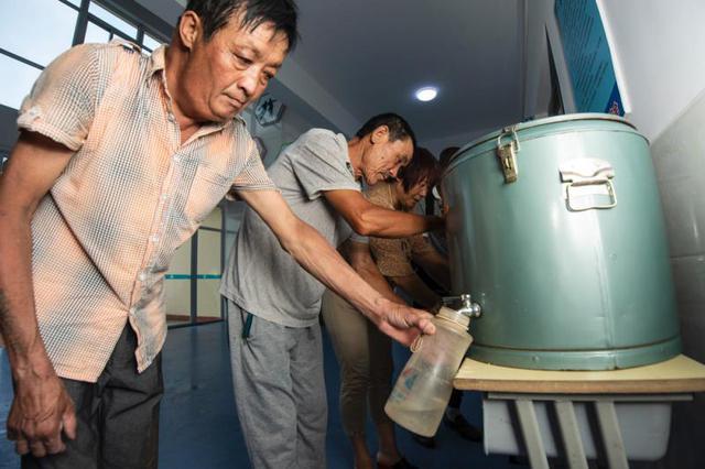 江蘇抽檢有12批次飲用水不合格:銅綠假單胞菌等超標