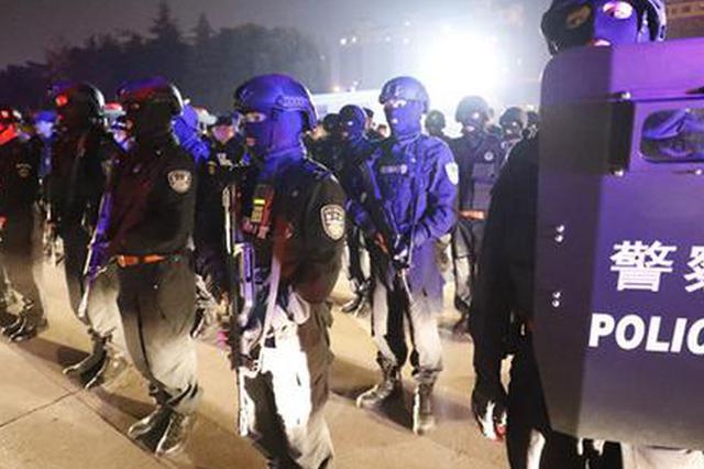 淮安警方深夜掃黑 場面震撼堪比大片