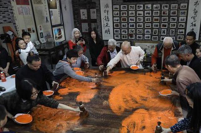 非遺傳承——杭州十竹齋木版水印傳承人刊印巨幅作品