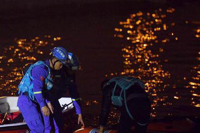 重慶萬州公交車墜江:車輛位于水下約68米處