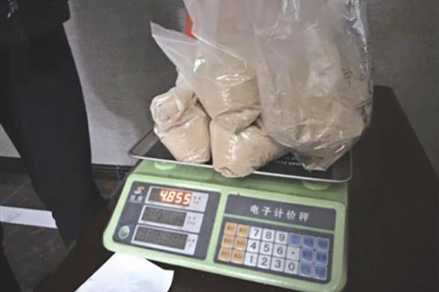 药材铺堵门强卖 服务区上个厕所却花6万带回一堆中药
