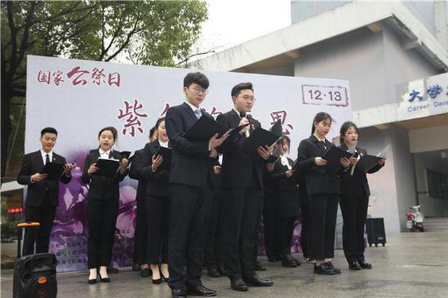 南京一高校学生手绘百余米画卷 缅怀沉痛历史守护和平