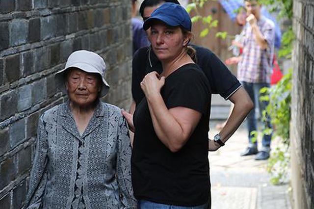 奥斯卡最佳短片导演拍南京大屠杀:那个目睹全家被杀的女孩