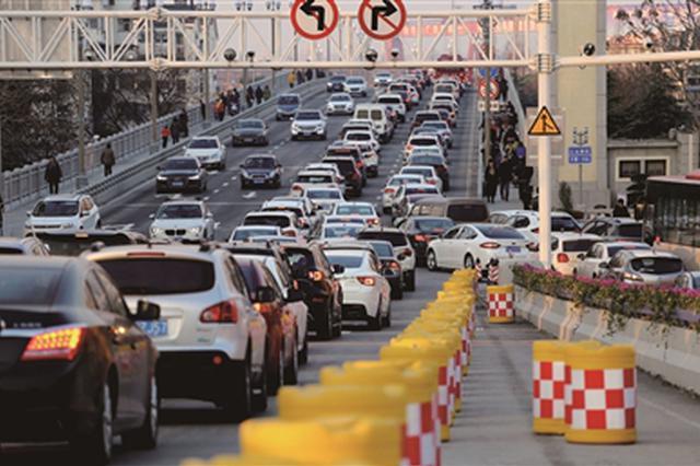 大桥通车后扬子江隧道车流降4成 大桥拥堵或成常态
