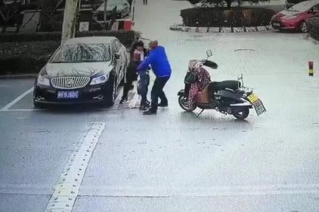 北京一送餐员因问路未果殴打老人被刑拘