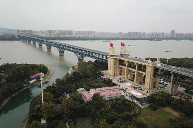 """疏解南京长江大桥""""桥头堵"""" 出路在桥外"""