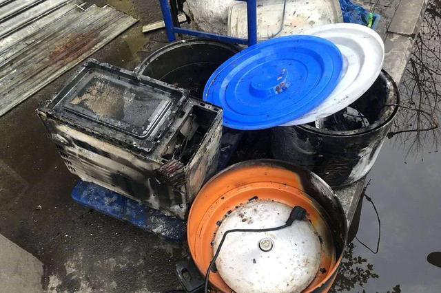 南京一炸鸡店清晨发生爆燃事故 无人受伤