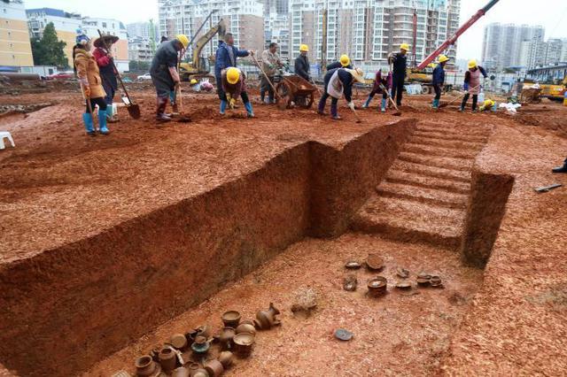 扬州两名考古工作人员在考古现场被打 省文物局介入调查