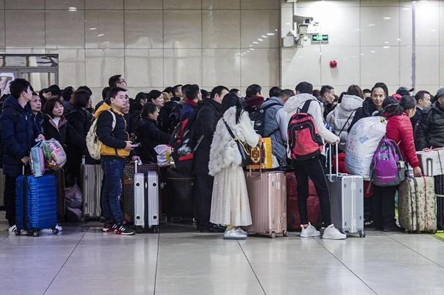 江苏男子非法拘禁女友潜逃 火车站冒用表兄身份证被控制
