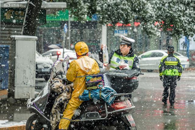 南京送餐员2018年平均月薪8728元 排全国第三