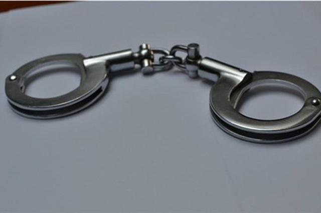 25岁男子因个人纠纷?#37325;?#39318;捅伤两人 警方通报