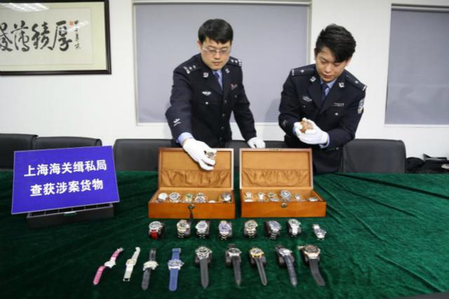 """利用水客从香港""""带货"""" 名校生走私名表被抓"""