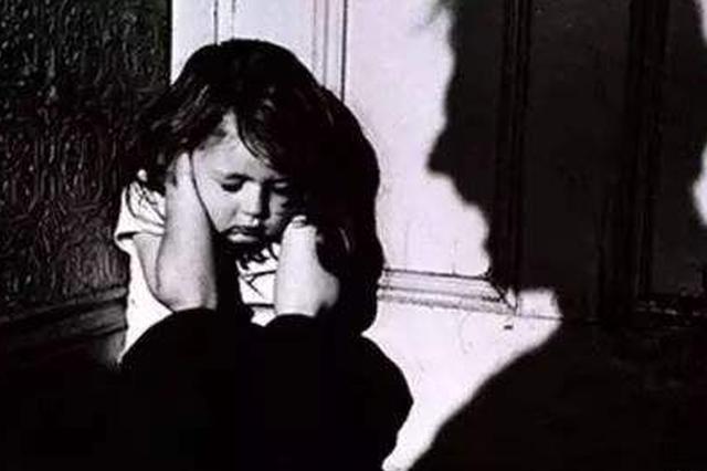 4岁女童因尿裤子 被继父殴打致死后埋尸后山