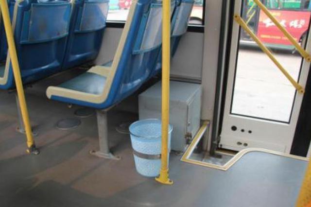 公交车上取消垃圾桶,你怎么看?南京暂无取消计划