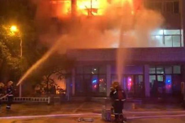 南京工业大学一实验室凌晨起火 无人员伤亡