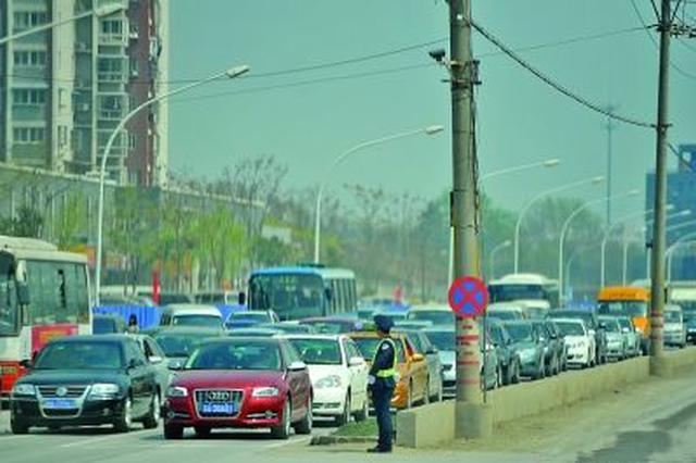 南京迎来首波祭扫小高峰 宁丹路一线视情况管制