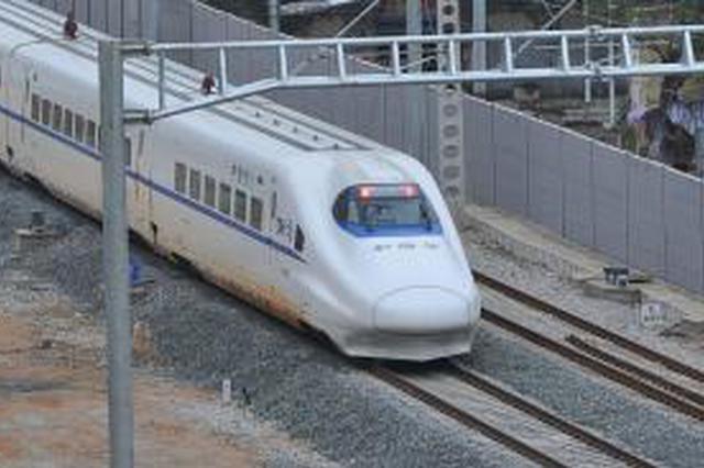 女医生高铁上救人被索要医师证 南宁客运段致歉