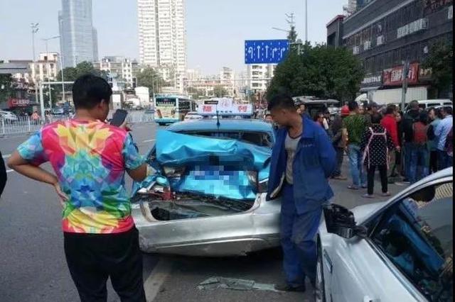 江苏一7岁男孩路上玩耍遭车碾压 万幸无生命危险