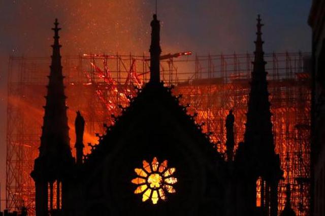法国检方官员称巴黎圣母院起火原因或为电线短路