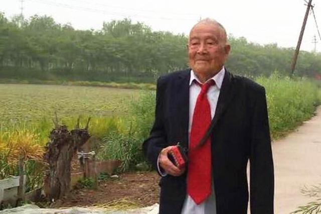 """扬州老顽童""""魔性""""舞蹈走红 全世界都在问他:""""您真的105岁"""