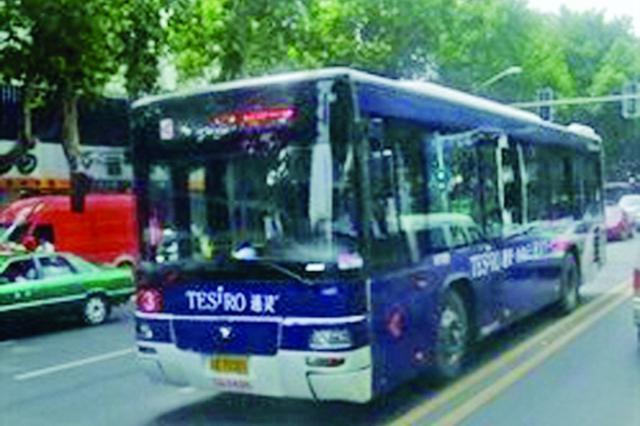 公交司机扔下一车乘客10多分钟 乘客为何给他点赞
